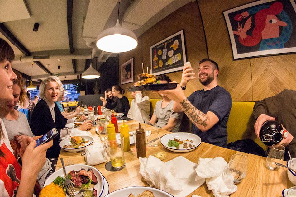 Mistrzowskie pastrami i kraftowe piwa – wizyta w Mikkeller Bar Warsaw