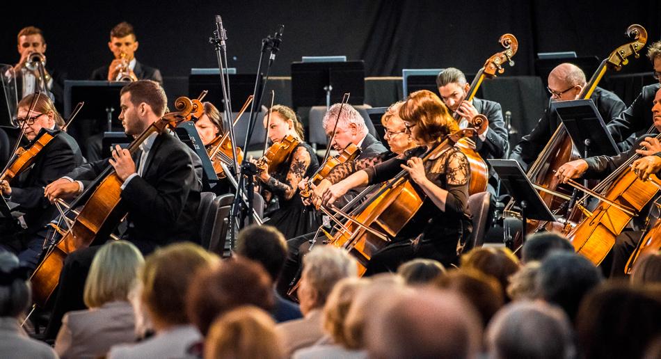 Sierpień w Sinfonia Varsovia: potańcówki, klasyka i atrakcje dla dzieci
