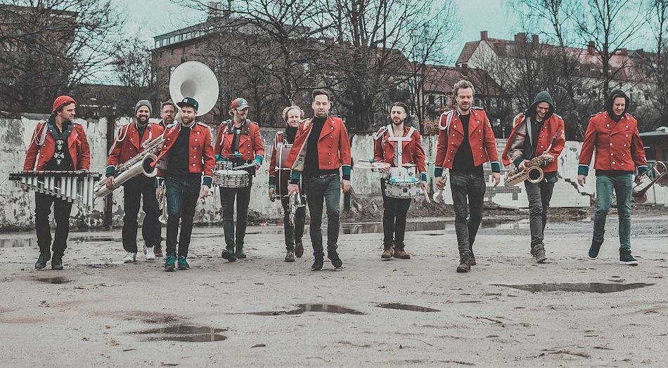 Saksofon, bębny i syntezator? Niemiecka techno-orkiestra Meute zagra w czterech polskich miastach!