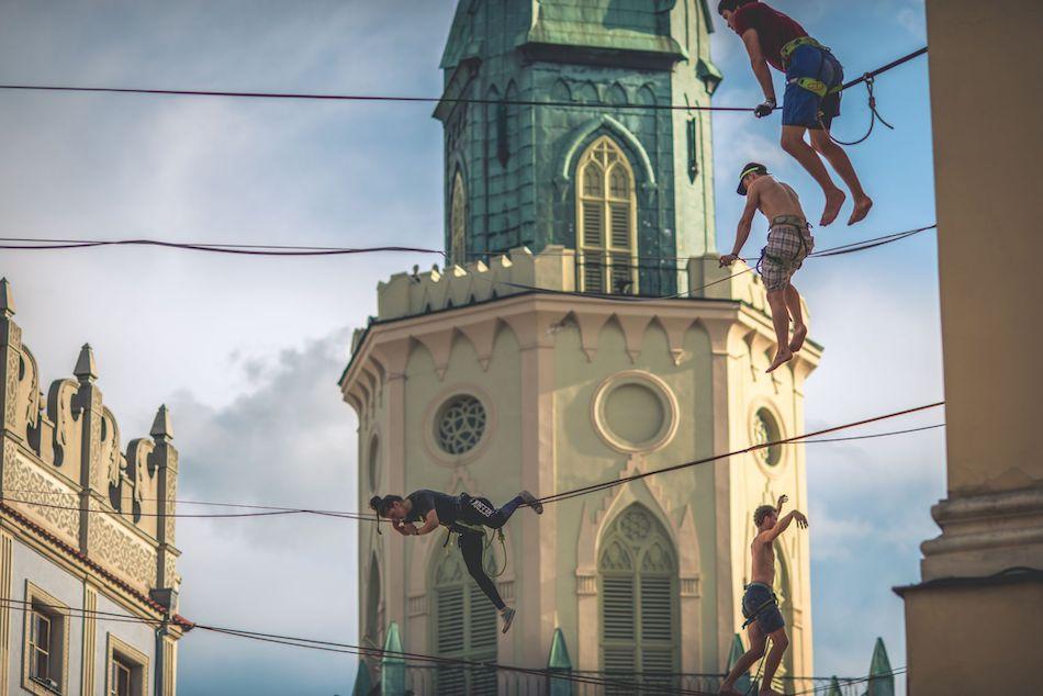 Cyrkowcy, iluzjoniści i akrobaci na ulicach Lublina – wystartował Carnaval Sztukmistrzów!
